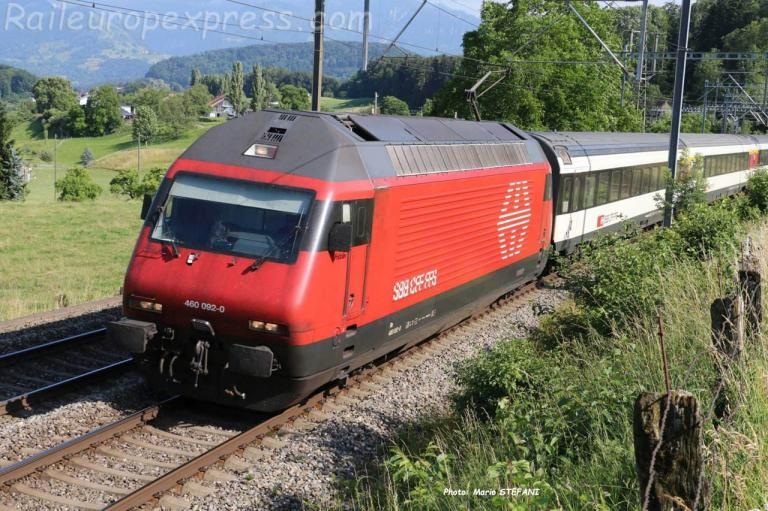 Re 460 092-0 CFF à Kumm (CH)