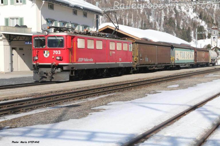 Ge 6/6 II 703 RhB à Bever (CH)