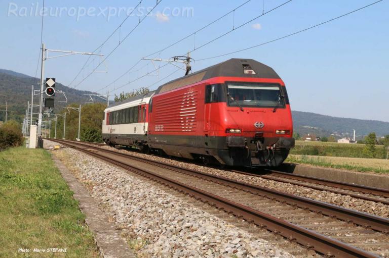 Re 460 CFF à Perreux (CH)