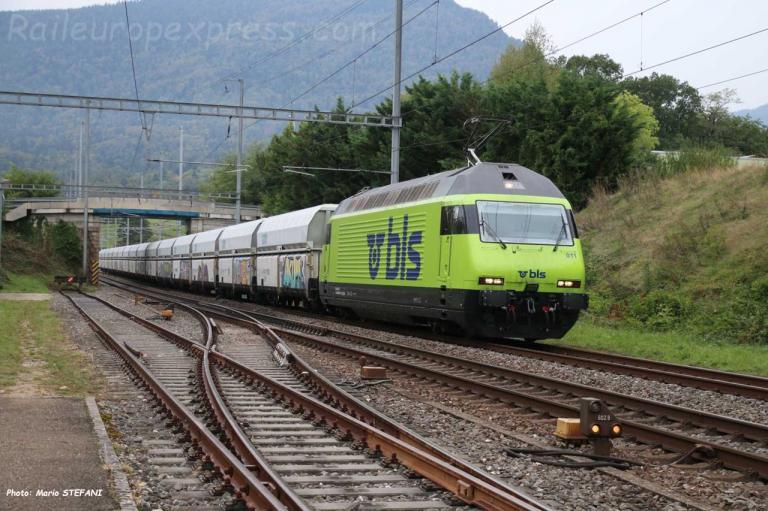 Re 465 011 BLS à Boudry (CH)