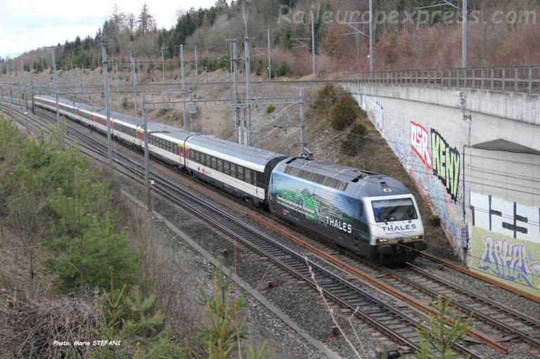 Re 460 CFF à Mattstetten (CH)