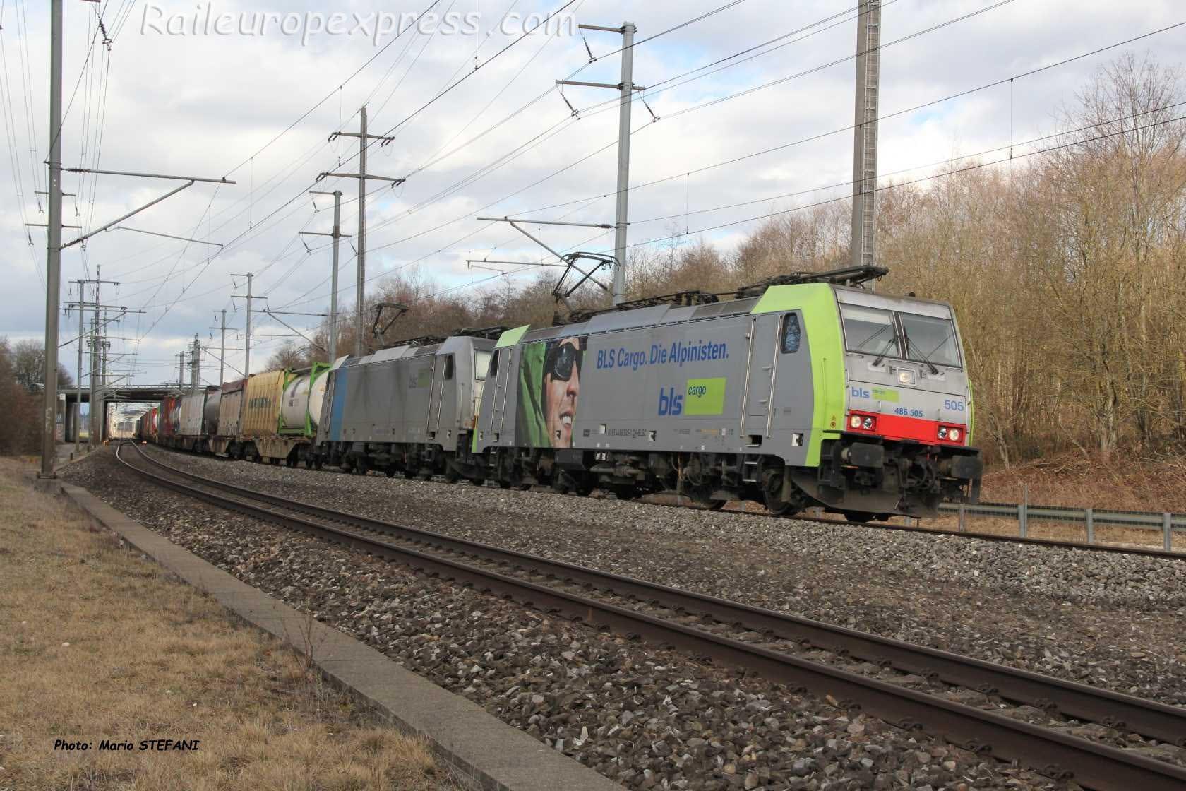 Re 486 505-1 BLS à Mattstetten (CH)