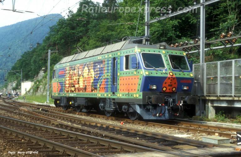Re 446 447-5 SOB à Chambrelien (CH)