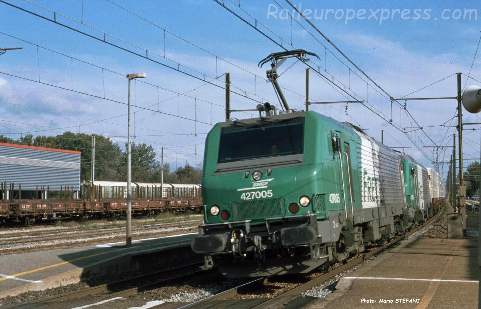 BB 27005 SNCF à Orange (F-84)