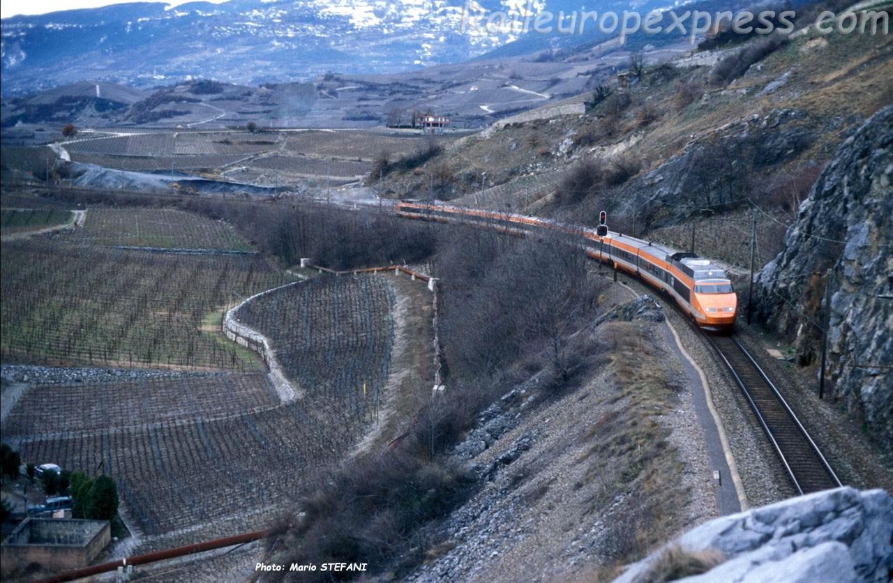 TGV SNCF à Salquenen (CH)