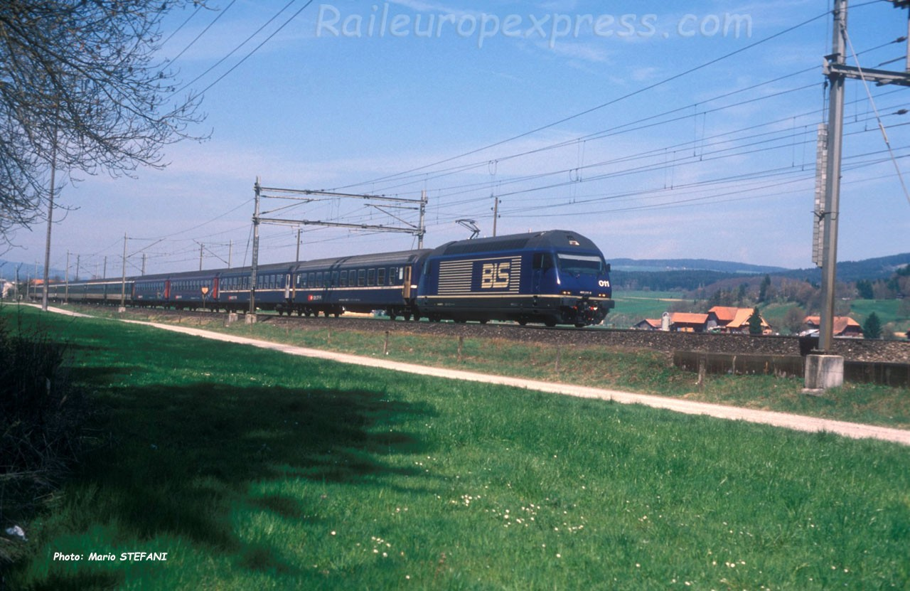 Re 465 011-5 BLS à Kiesen (CH)