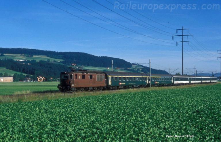 Re 4/4 BLS à Kiesen (CH)