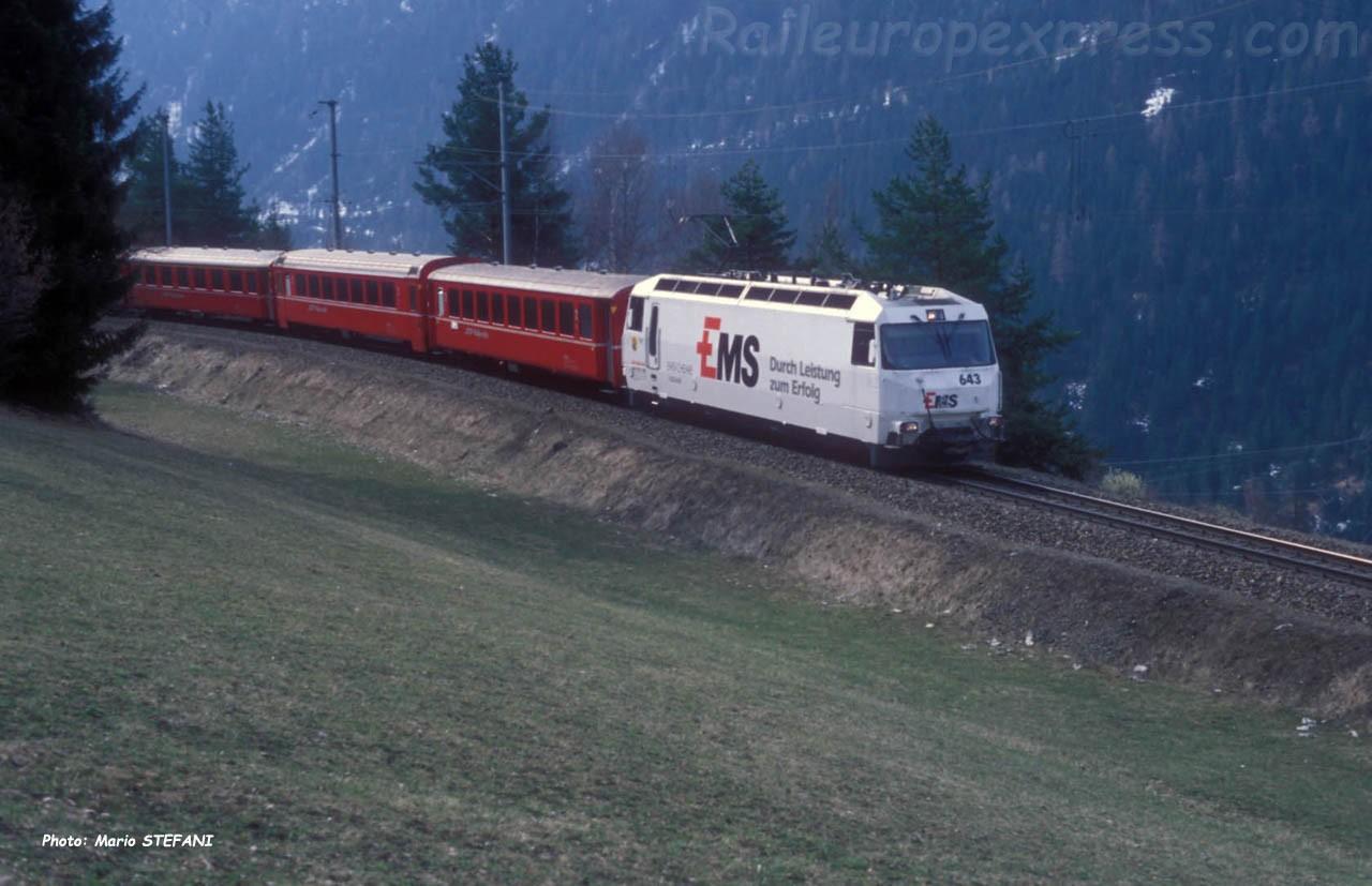 Ge 4/4 III 643 RhB à Filisur (CH)