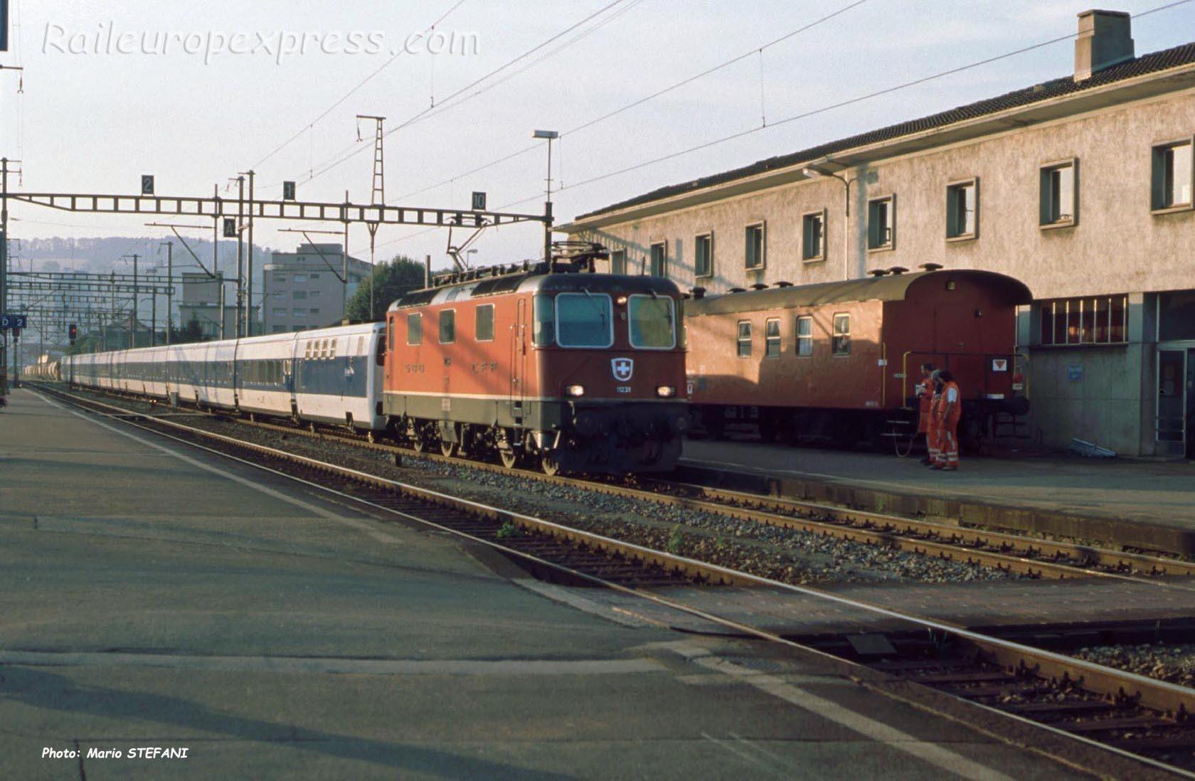 Re 4/4 II 11238 CFF à Yverdon(CH)