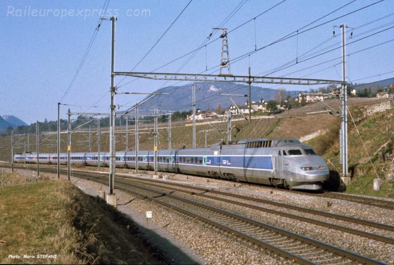 TGV SNCF à Auvernier (CH)