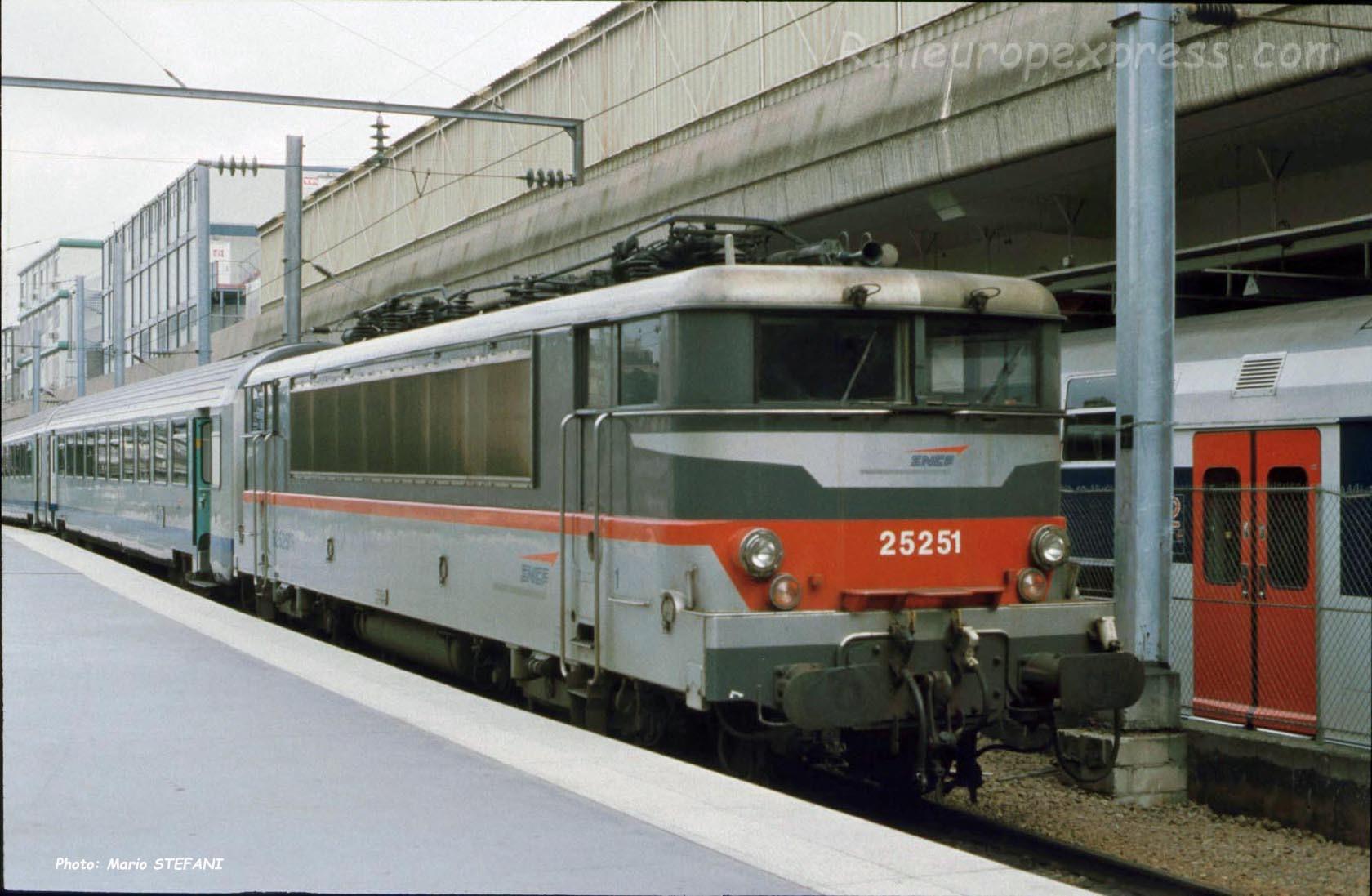 BB 25251 SNCF à Paris-Nord (F-75)