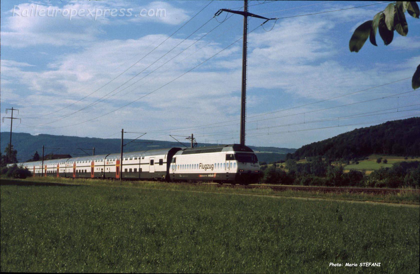Re 460 CFF à Eiken (CH)