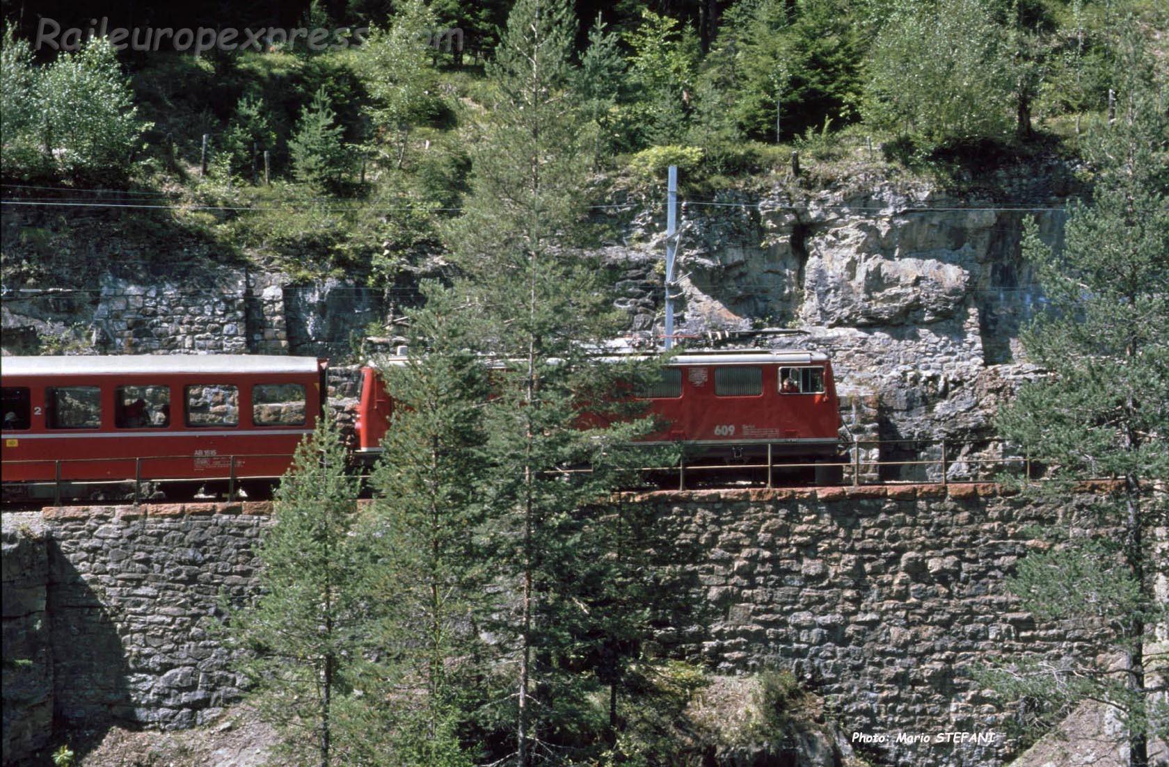 Ge 4/4 I 609 RhB à Wiesen (CH)