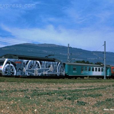 Re 460 042-5 CFF à Arney (CH)