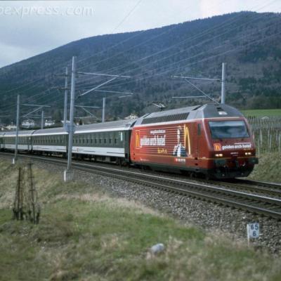 Re 460 037-5 CFF à Boudry (CH)