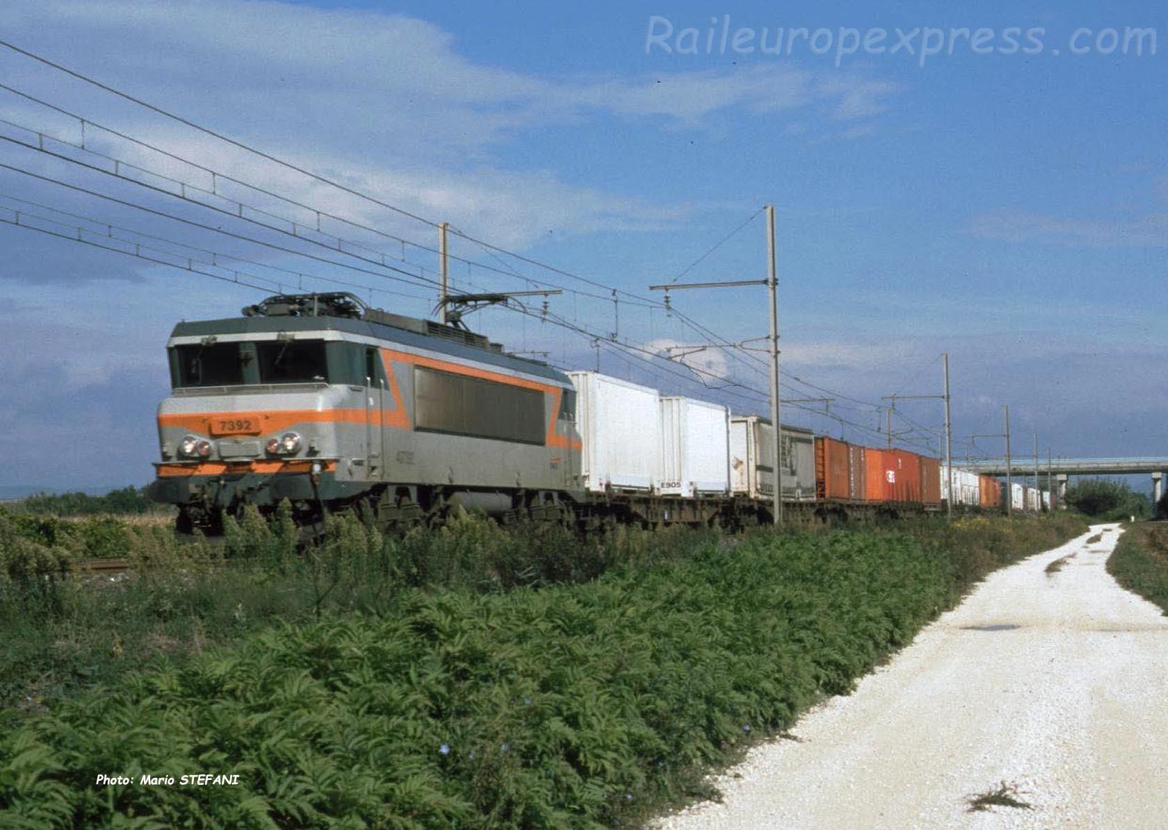BB 7392 SNCF à Pierrelatte (F-26)