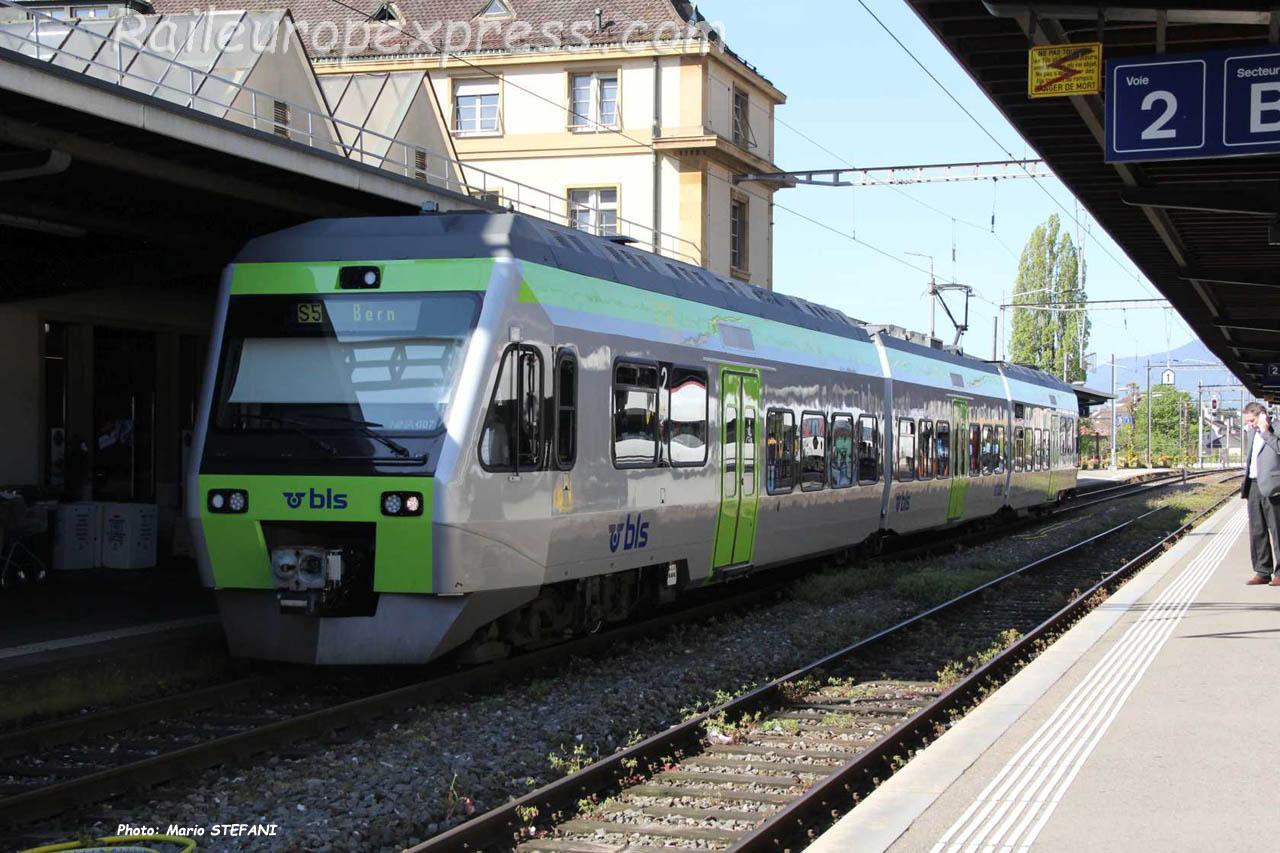 RABe 525 007 BLS à Neuchâtel (CH)