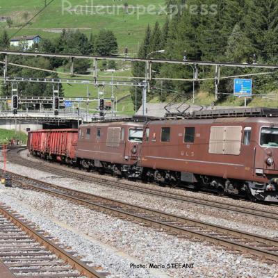 Re 4/4 173 et 182 BLS à Airolo (CH)