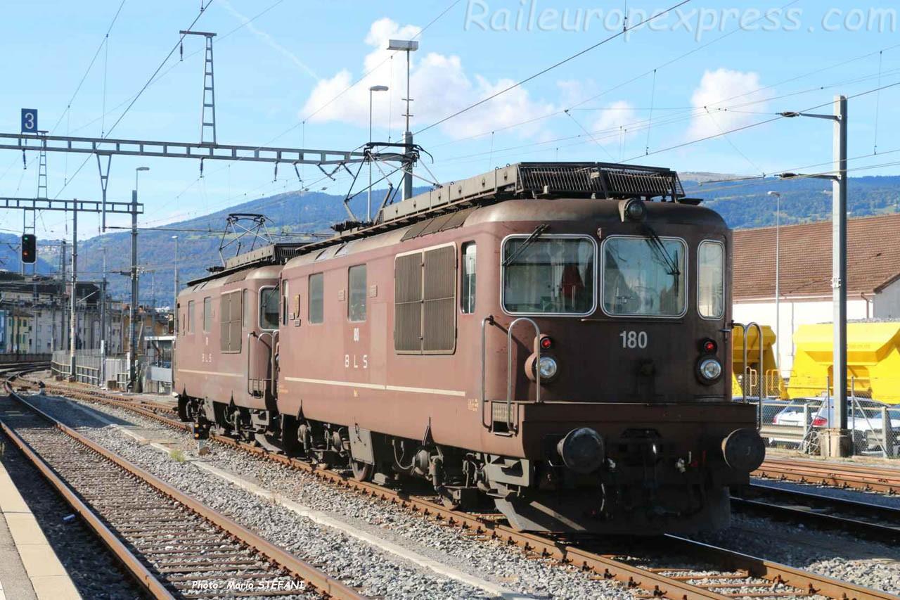Re 4/4 180 et 179 BLS à Yverdon (CH)