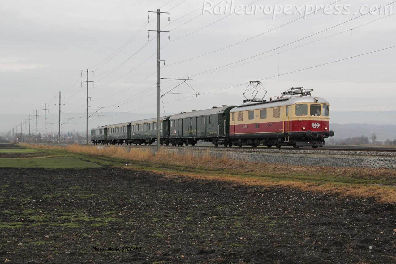 Re 4/4 I 10033 CFF à Mûntschemier (CH)