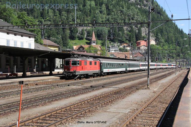 Re 4/4 II 11133 CFF à Göschenen (CH)