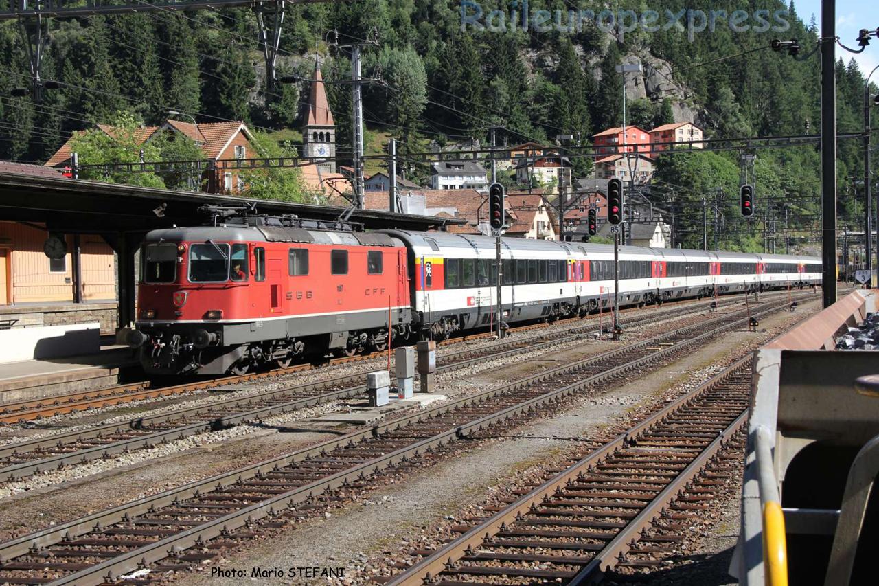 Re 4/4 II 11157 CFF à Göschenen (CH)
