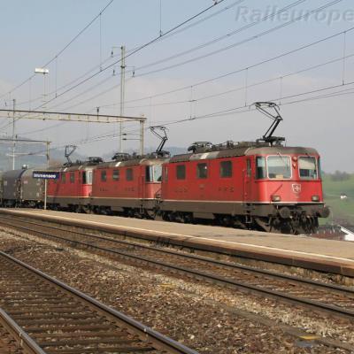 Re 4/4 II 11175 CFF à Immensee (CH)
