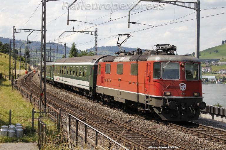 Re 4/4 II 11209 CFF à Immensee