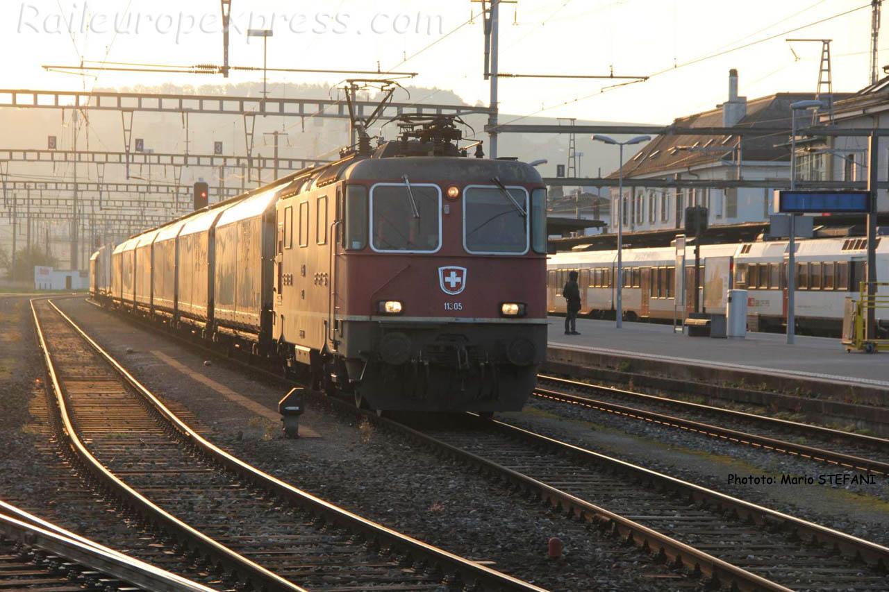 Re 4/4 II 11305 CFF à Yverdon (CH)