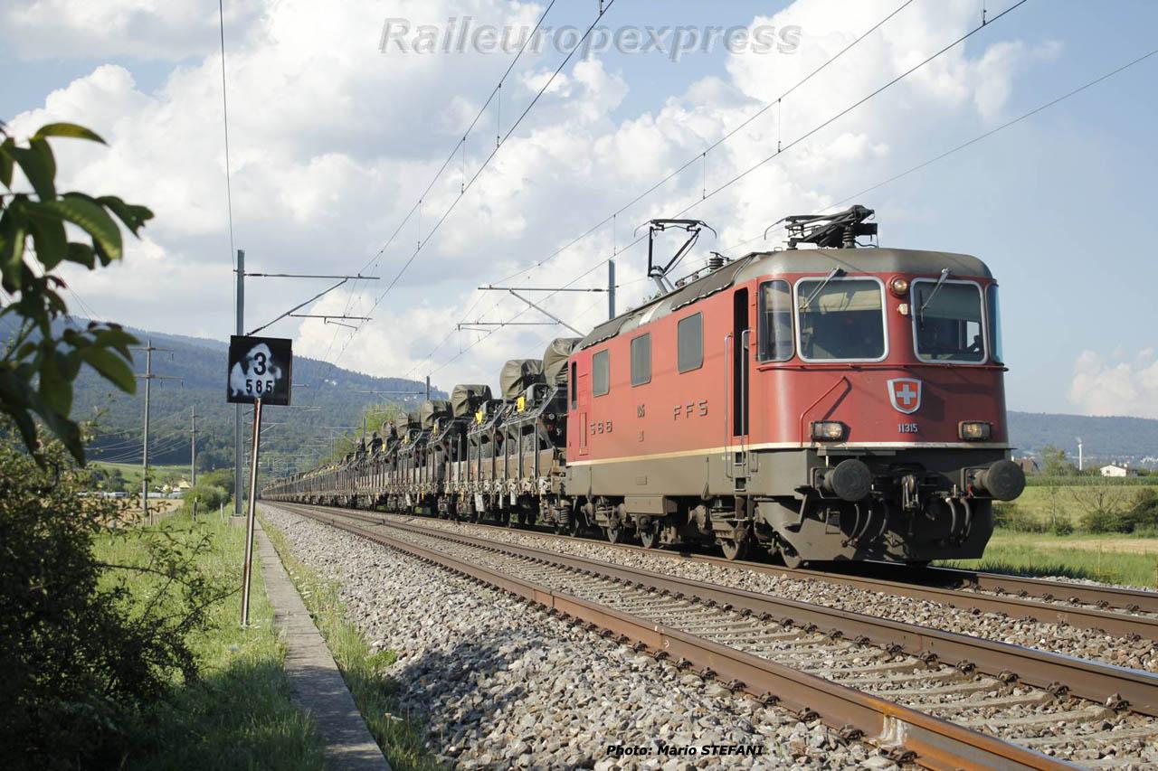 Re 4/4 II 11315 CFF à Boudry (CH)