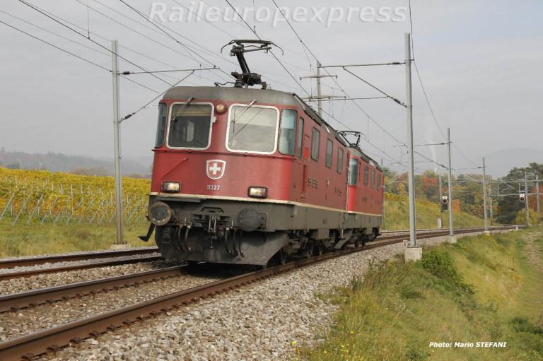 Re 4/4 II 11327 CFF à Boudry
