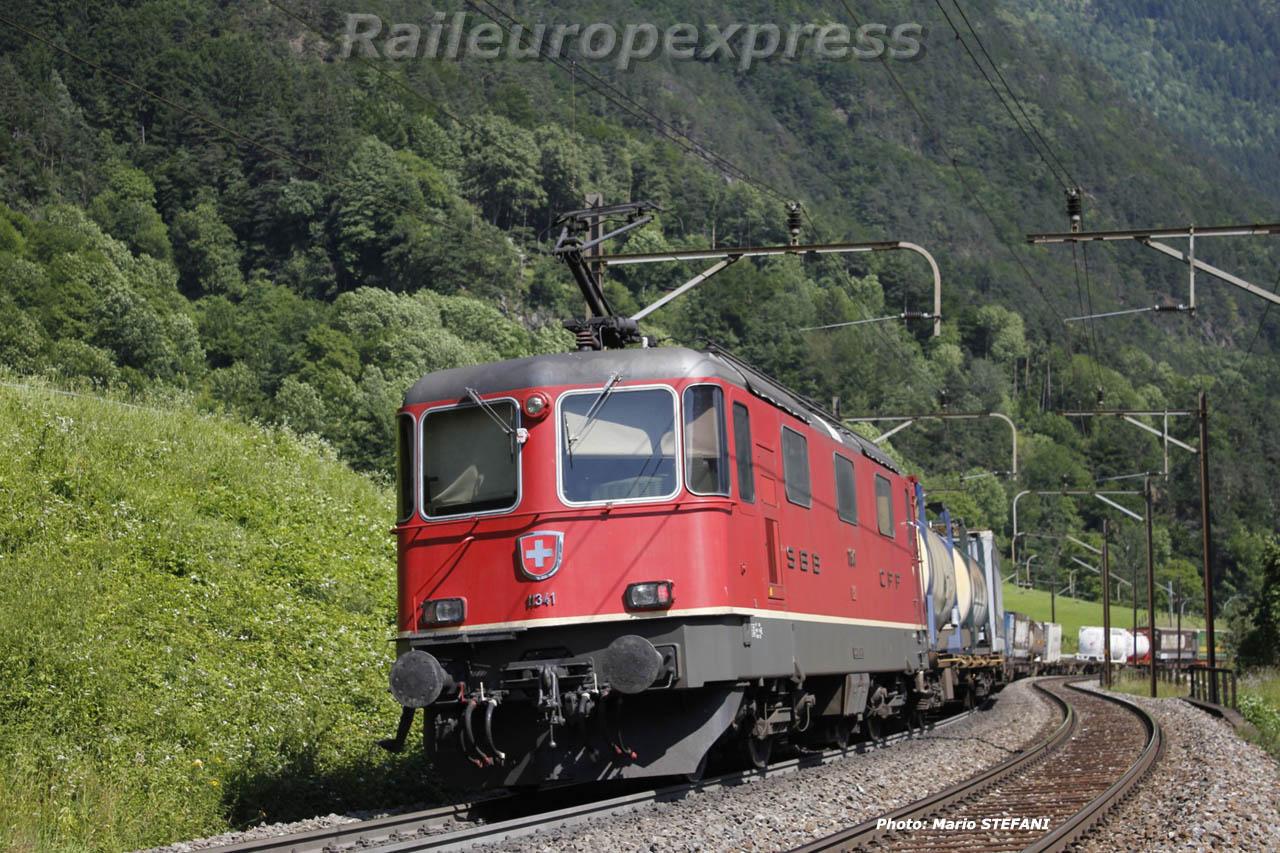 Re 4/4 II 11341 à Erstfeld