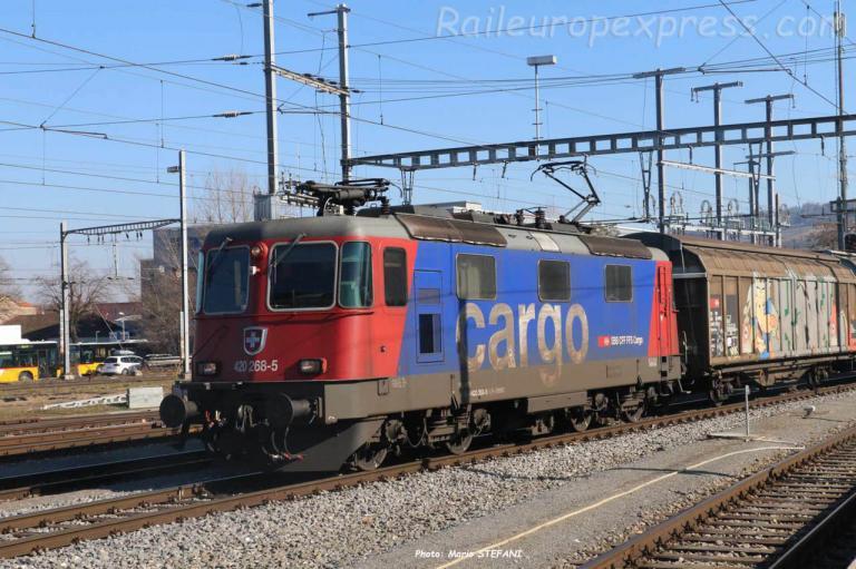 Re 420 268-5 CFF à Yverdon (CH)