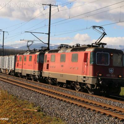 Re 420 295-8 CFF à Ependes (CH)