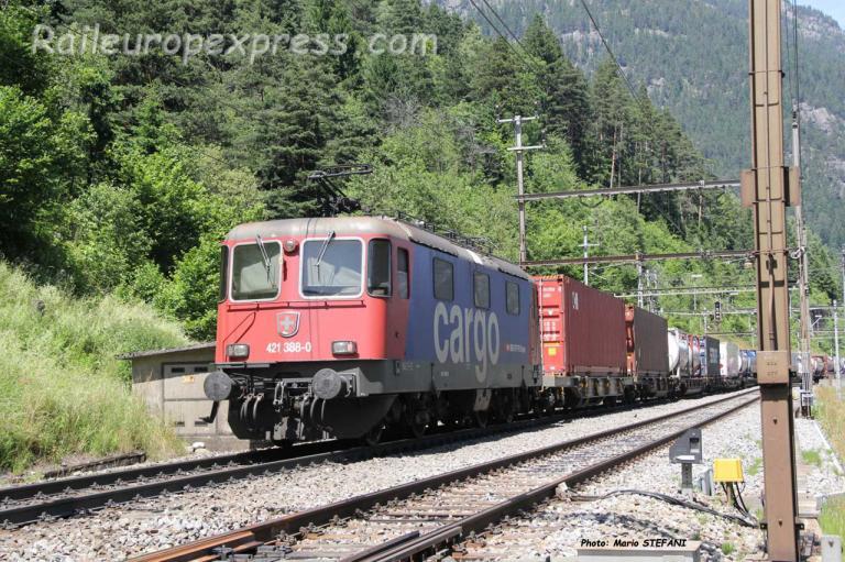 Re 421 308-0 CFF à Wassen (CH)