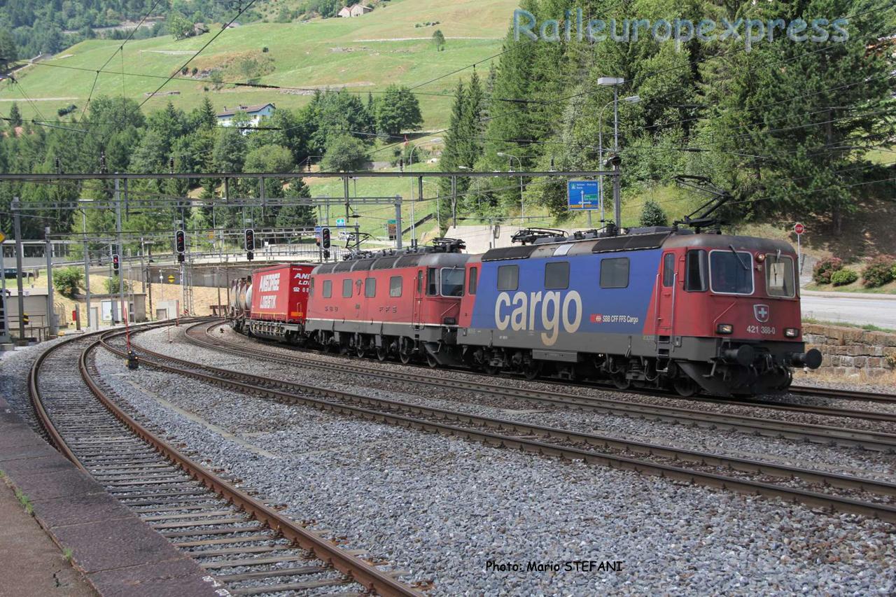 Re 421 388-0 CFF à Airolo (CH)