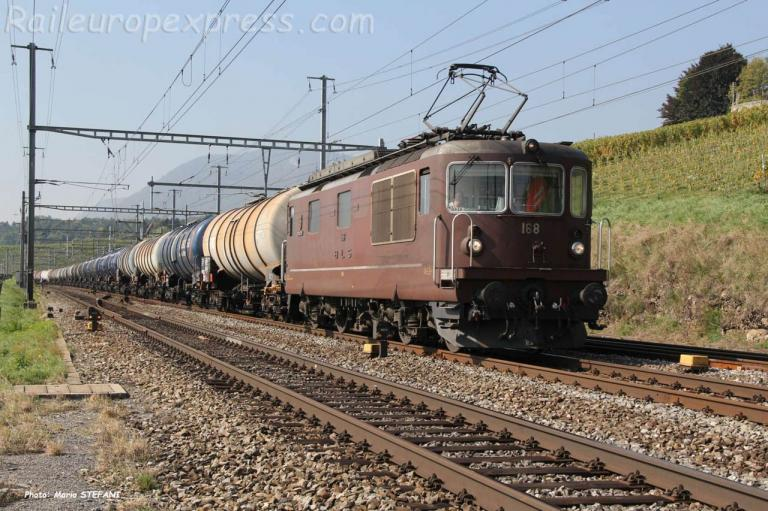 Re 4/4 168 BLS à Auvernier (CH)