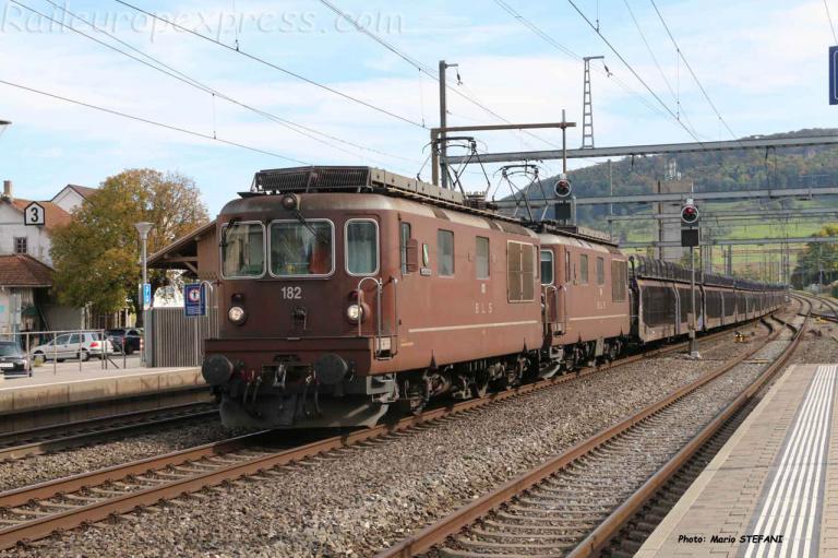 Re 4/4 182 BLS à Sissach (CH)