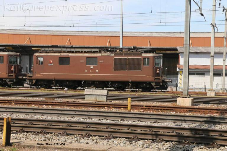 Re 4/4 186 BLS à Pratteln (CH)