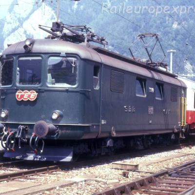 Re 4/4 I 10042 CFF à Interlaken (Ch)