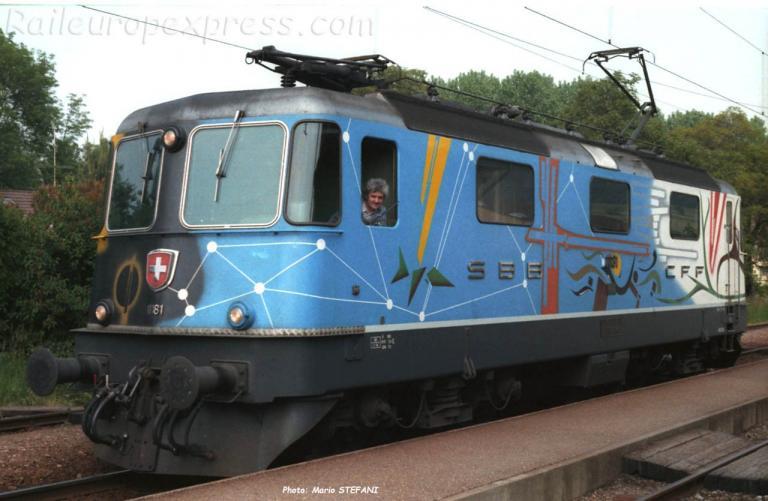 Re 4/4 II 11181 CFF à Yvonand (CH)