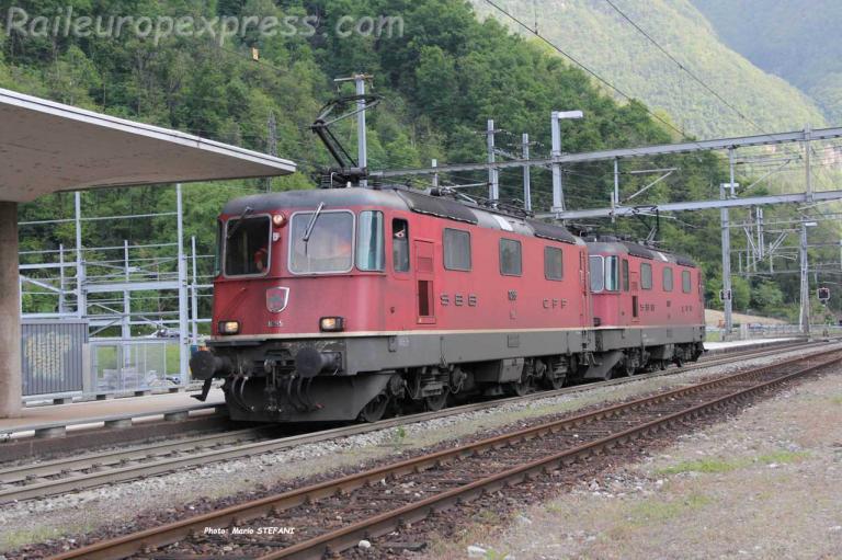 Re 4/4 II 11295 CFF à Meroggia Melano (CH)