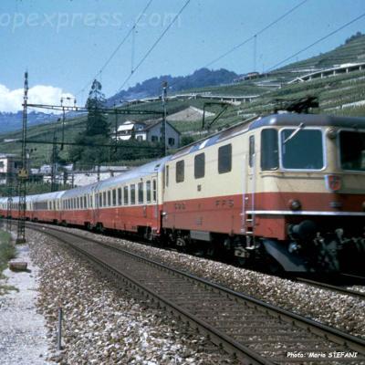 Re 4/4 II CFF à Saint Saphorin (CH)