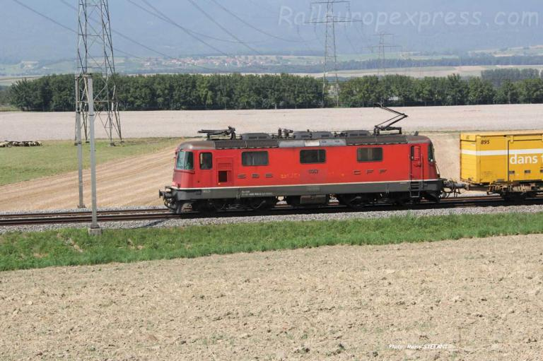 Re 4/4 III 11352 CFF à Essert-Pitet (CH)