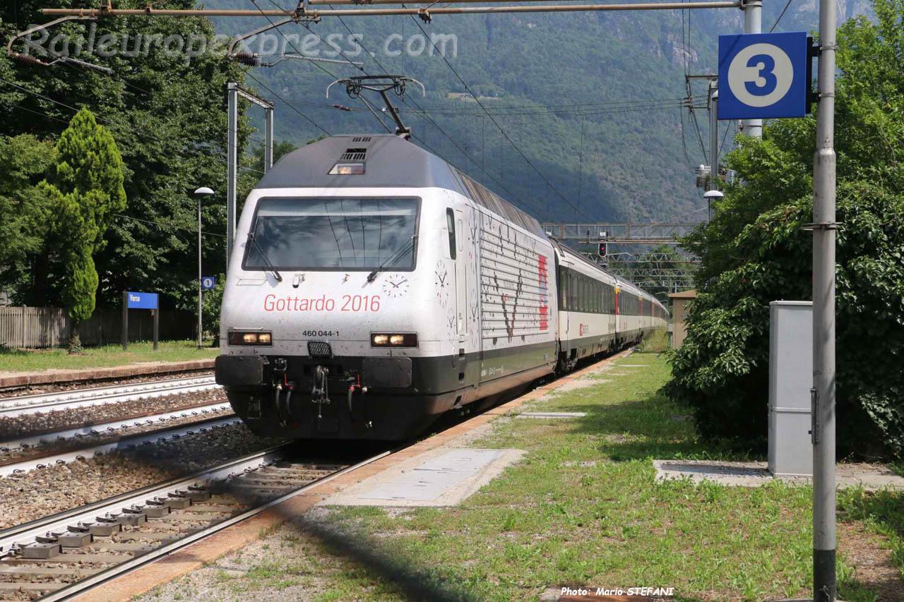 Re 460 044-1 CFF à Varzo (I)