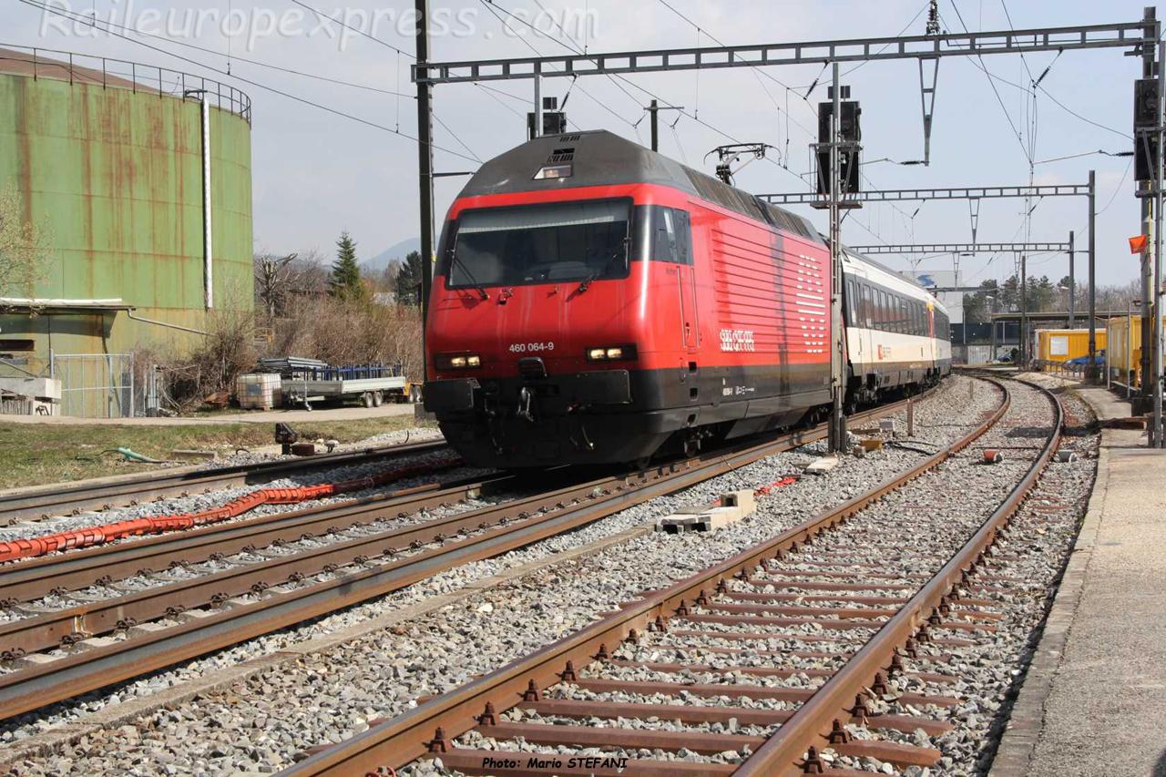 Re 460 064-9 CFF à Boudry (CH)