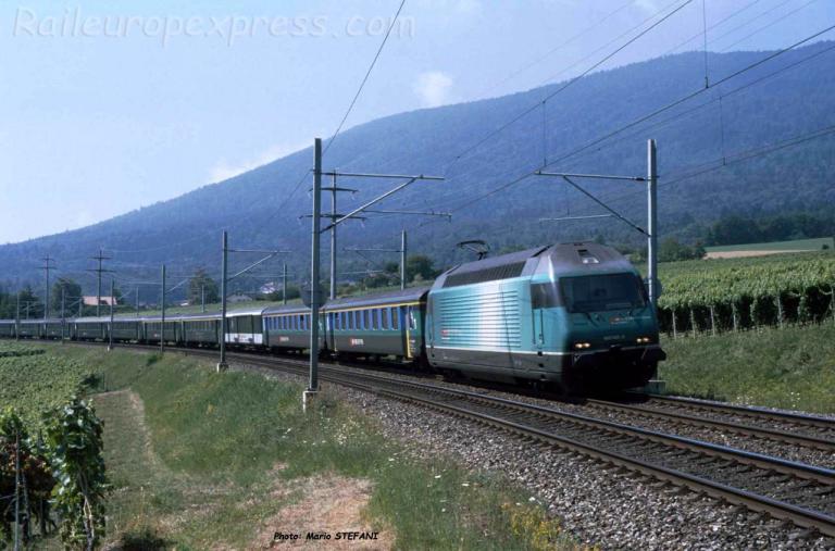 Re 460 083-9 CFF à Boudry (CH)