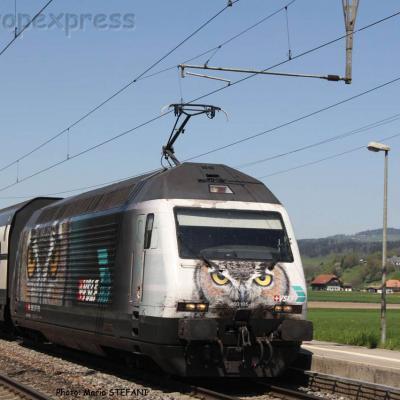 Re 460 105-0 CFF à Kiesen (CH)