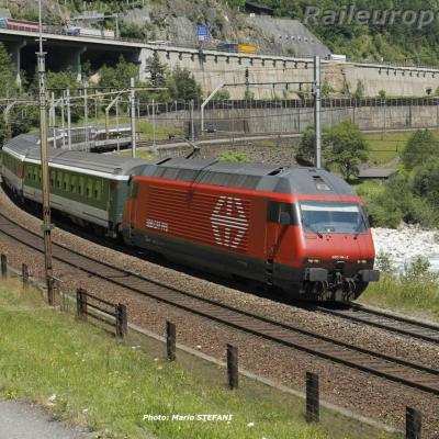 Re 460 114-2 CFF à Wassen (CH)