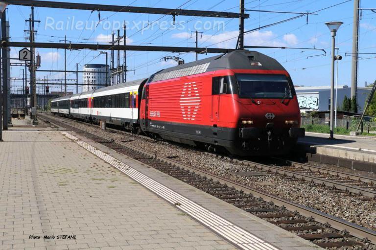 Re 460 CFF à Pratteln (CH)